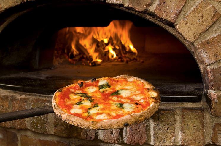 La Cantina, antica e rinomata pizzeria a Istia d'Ombrone